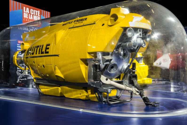 Le Nautile peut plonger jusqu'à 6000 mètres.