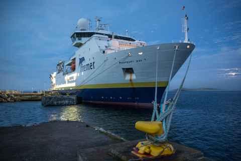 Photographie de Gilles Martin : Le « Pourquoi pas ? » dans les port de Saint-Pierre-et-Miquelon.
